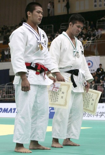 Two Tenri U. Judoka Battle In 81-Kg Division All-Japan Invitational Final