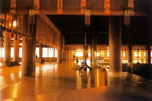 Inside the Main Sanctuary (Photo source: http://www.fotolog.com/ericainjapan/8237739/)